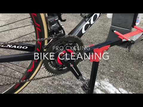 How to clean your bike Pro Cycling Team UAE Emirates
