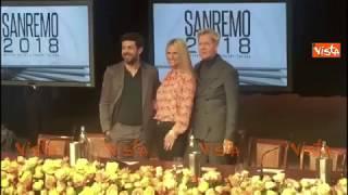 Sanremo, Michelle Hunziker e Favino sul palco con Claudio Baglioni