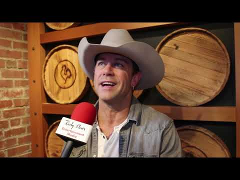 Chat w CCMA winner Aaron Pritchett on new LP Out on the Town, Tour & single Better When I Do. Mp3