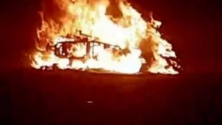 Impactante video del momento en que se prendía fuego la moto