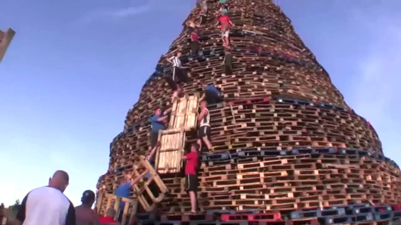 how to build a bonfire tower