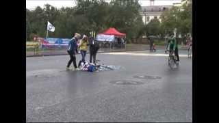 Столкновение велосипедиста и девушки