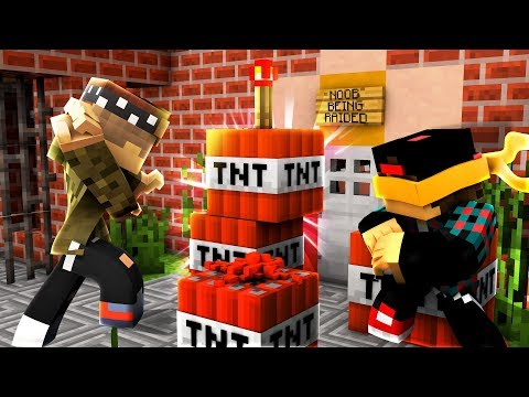PRISON GANG RAIDS LEVEL 1 MINECRAFT NOOB!