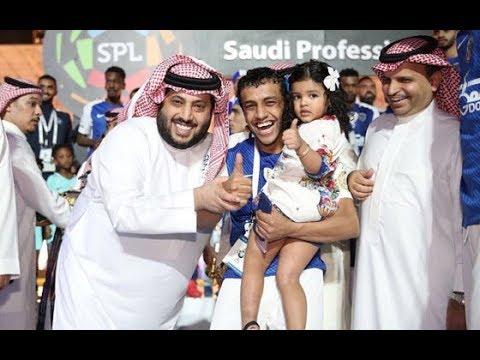 تطبيق الهلال البندري بنت محمد الشلهوب تتواجد بالنادي واللاعبون يرحبون بها على طريقتهم Youtube