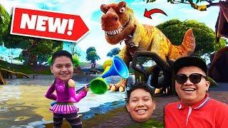ESCAPE The DINOSAUR in Jurassic Park~! - (Fortnite Malaysia) bersama NABIL & IZZUL