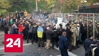 В Киеве усилили охрану резиденции Порошенко - Россия 24