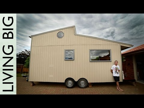 Amazing Diy Off-grid Modern Tiny House