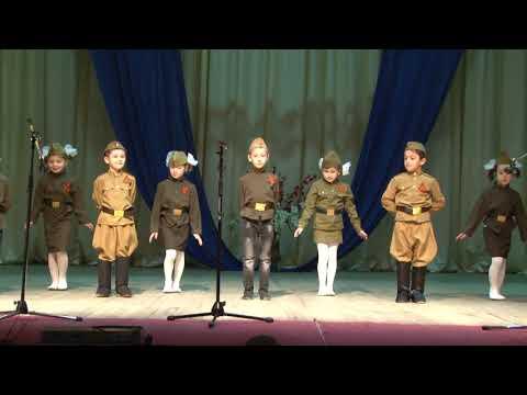 На сцене самые маленькие - Садик №2 г. Адыгейска
