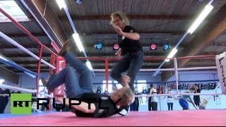 Germany: Hundreds of women attend self-defence workshop in wake of Cologne attacks Resimi