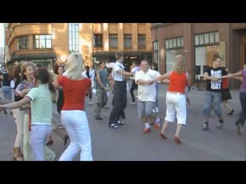1st Latvian Flash Mob FOLK Dance [Bite dāvana Rīgai] in Riga, August 20, 2009