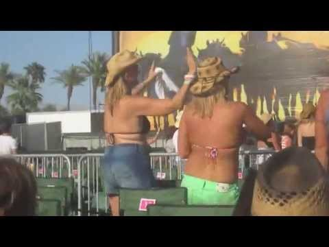 Tequila Makes Her Clothes Fall Off - Joe Nichols - Stagecoach 2013