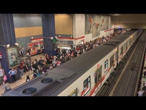 Protestas en las estaciones del metro de Santiago por alza del precio de los tiquetes
