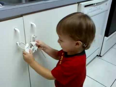 Safety 1st - Push 'n Snap Cabinet Lock - NOT SO SAFE. - YouTube