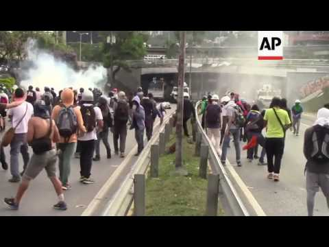 Police clash with protesters in Caracas