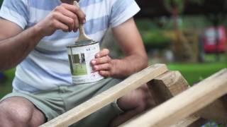 Как сделать из палет и жестяных банок полку для цветов