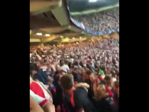Niemand die ons stoppen kan. . 2 tribunes tegelijk. Wat een sfeertje weer. Ajax - AEK 3-0.