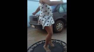 Nicolly e Bela Dançando e Pulando.