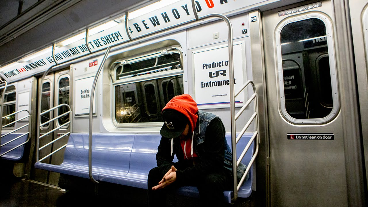 watch graffiti artists take back entire subway car from advertisers youtube. Black Bedroom Furniture Sets. Home Design Ideas