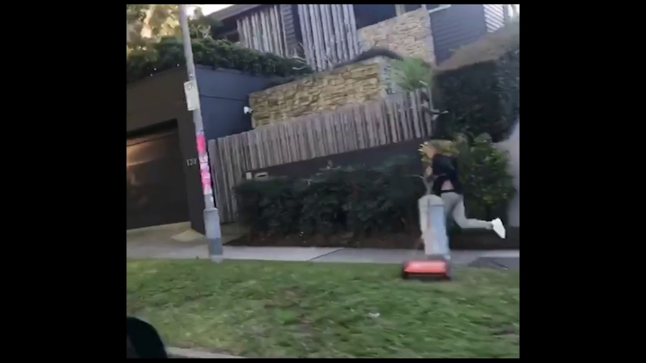 justin bieber delights cheeky aussie while running in sydney youtube