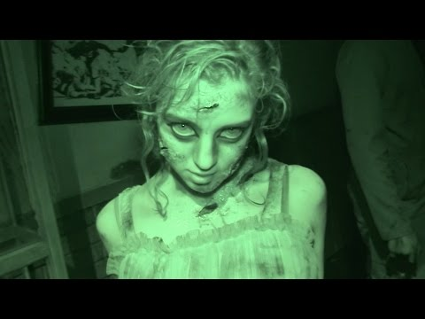 HAUNTED HOUSE walk-through SCARY FUN! Six Flags Fiesta Texas