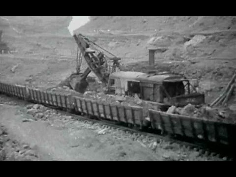 Bucyrus Rail Mounted Steam Shovel - Best Of Old Movies