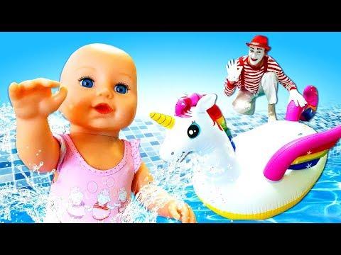 Купаем Беби Бон в бассейне с надувными игрушками - Видео для девочек - Игры в куклы Как мама