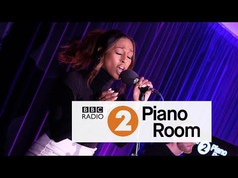 Alexandra Burke - Hallelujah (Leonard Cohen cover, Radio 2's Piano Room)