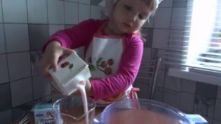 Miss Eva готовит смузи-челлендж из фруктов!