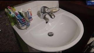 Как прочистить слив раковины не разбирая сифон - сможет каждая домохозяйка!
