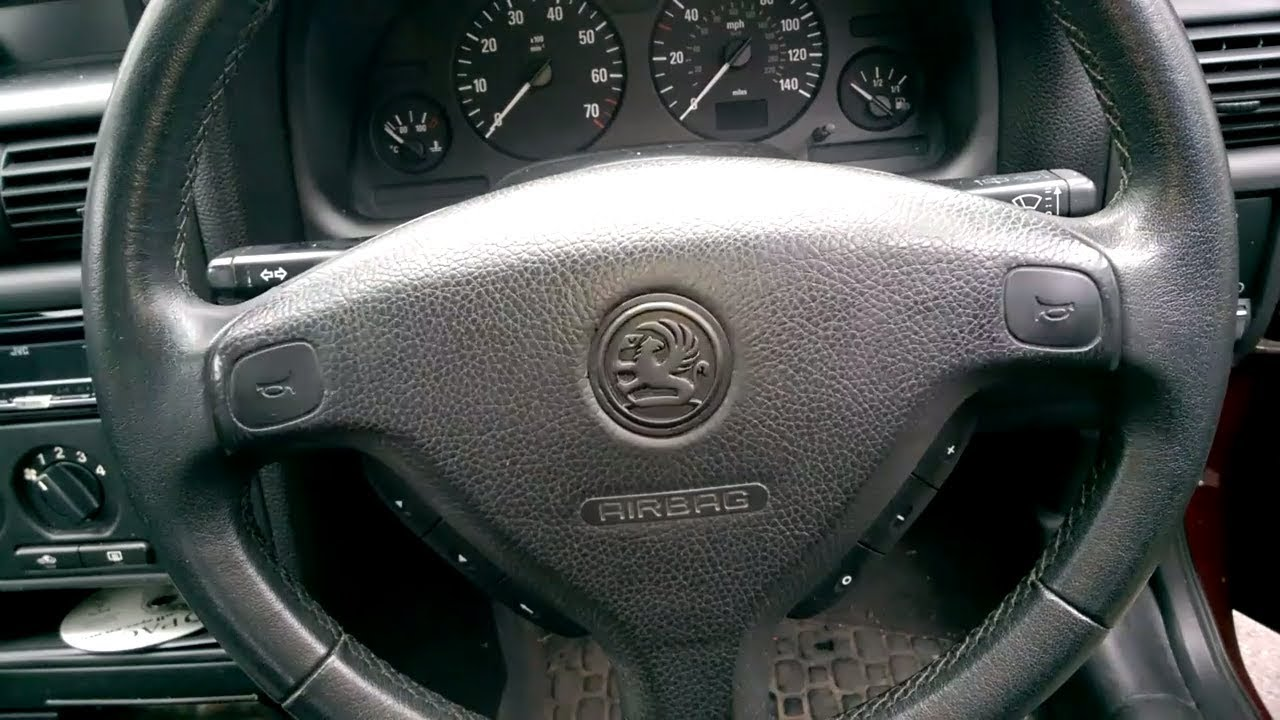 Changing The Steering Wheel Vauxhall Opel Astra G Mk4 Youtube