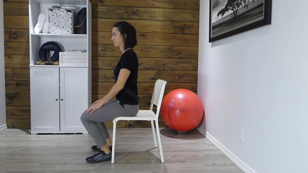 Comment se lever d'une chaise malgré une douleur à un genou?