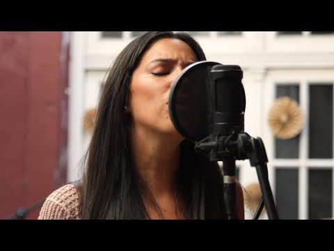 Sarah Menescal - Don´t Speak (No Doubt Cover) Official Video - Acústicos De Atar #51