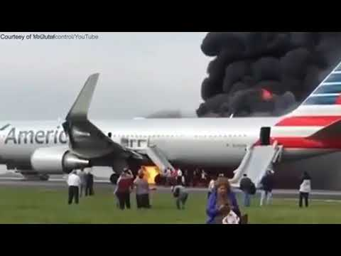 Evacuation of American Airlines flight No. 383 in Chicago