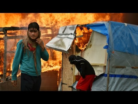 France: Fires burn at Calais 'Jungle' on third day of evacuation