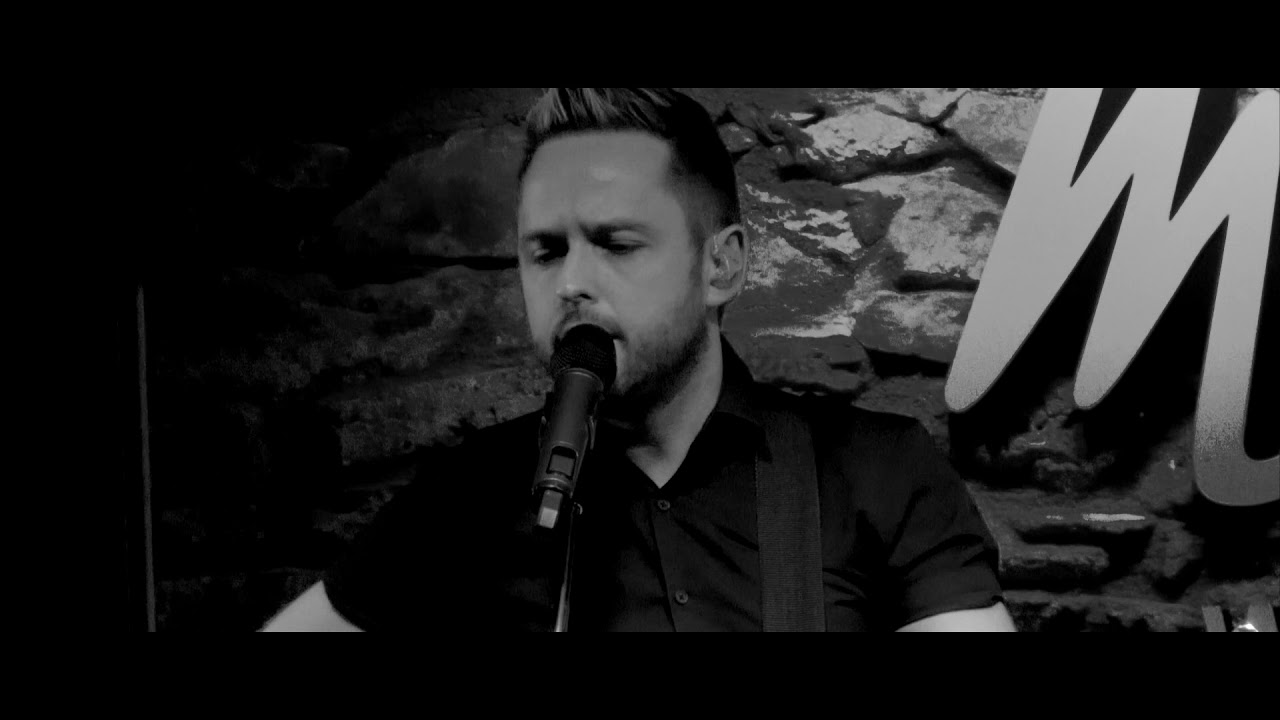 Derek Ryan - I'm Gonna Be (500 miles) - live in McGrorys Culdaff