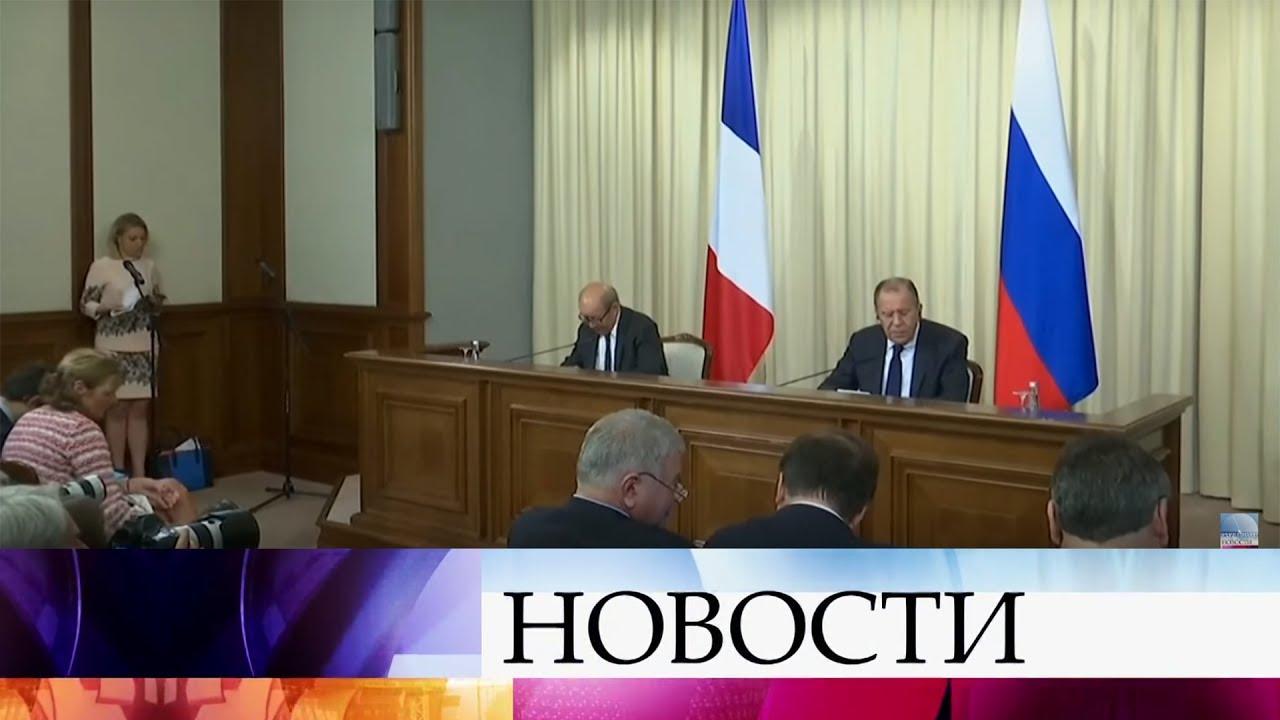 ВМоскве прошли переговоры глав МИД России иФранции Сергея Лаврова иЖан-Ива ЛеДриана.