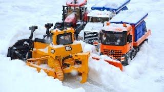 BRUDER Toys Cat, truck, tractor bWorld Winter Best of