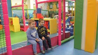 Казик и Мироша в детском центре. Игры и развлечения для детей
