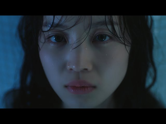 이하이 (LEE HI) - 홀로 (HOLO) Official Music Video (ENG/CHN)