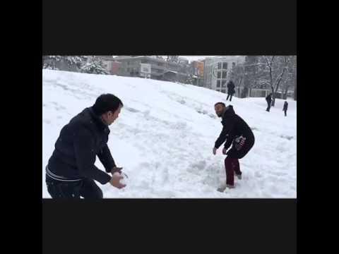 Kar topu oynarken gaza gelmek