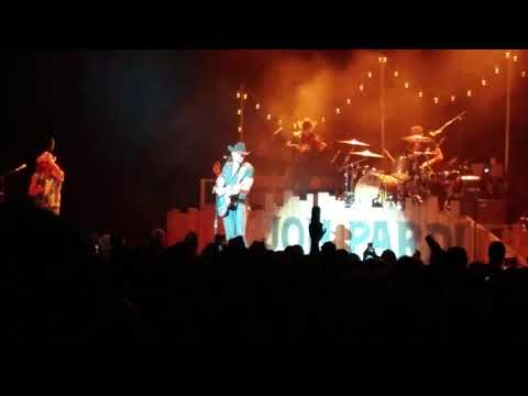 Empty beer cans-jon Pardi 11 11 17 Orpheum Madison wisconsin