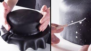 Накрываем торт черным полотном и берем кисточку.