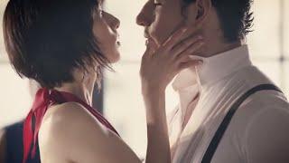 阿部寛さん出演中のリーチCMの「一歩前へ」編。赤いドレスを着て、セク...