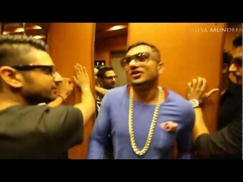 Yo! Yo! Honey Singh Singing ''O Womaniya