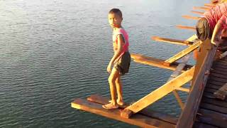 Children diving-Saphan-Mon, Sangklaburi
