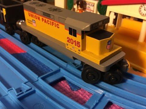Whittle Shortline Union Pacific Railway Wooden Train in motion (000002)