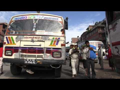 100 seconds: Travel by local bus in Nepal