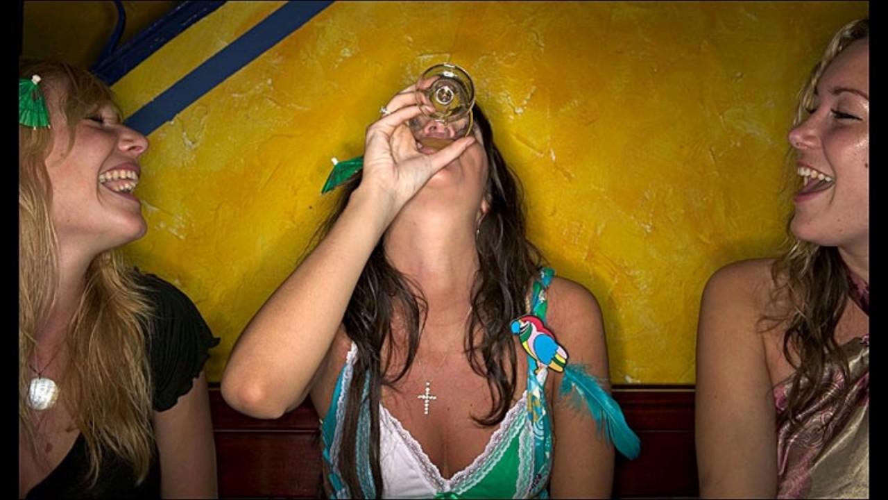 Пьяные бабы в угаре