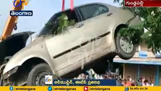 Accident | Car Rams Into a Shop At Gundlapally Cross Road | in Karimnagar