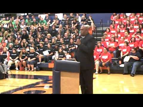 Supt. Dr. James Mitchem addresses VVSD faculty and staff